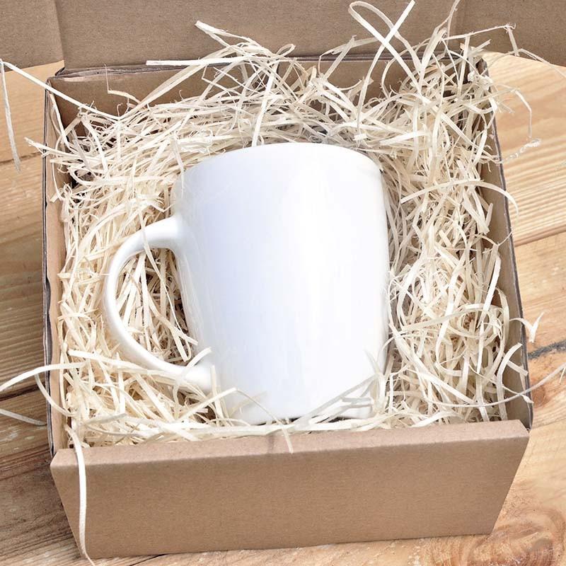 kubek w pudełku z ozdobną wioliną