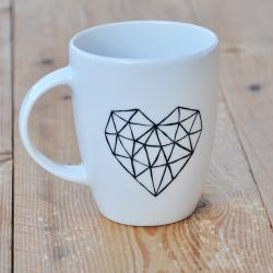 nowoczesny kubek z sercem Kubek geometryczne serce w stylu loftowym. Minimalizm