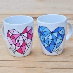 Kubki dla pary. Geometryczne  kolorowe serce.