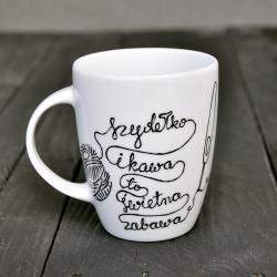 """Kubek """"Szydełko i Kawa to świetna zabawa"""" z możliwością personalizacji."""